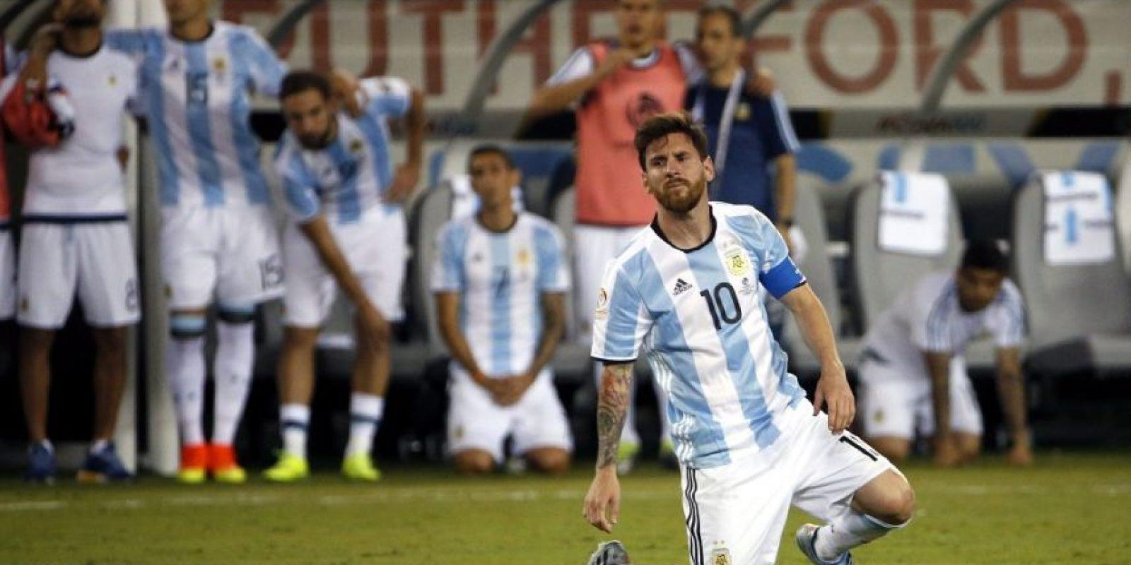 Messi lloró desconsolado tras perder la final. Foto:EFE