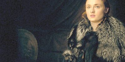 4- Sansa, reina en el Norte. Le costó, pero Sansa por fin ha tomado las riendas de su vida (y de la familia Stark). Ya cuando la vimos cambiada de aspecto en el Nido de Águilas junto a Meñique dos temporadas atrás, sabíamos que llegaría este momento, pero mucho ha tenido que sufir (aún más, queremos decir) para llegar al punto de incluso ser testigo de la masacre canina de su marido, violador y torturador, Ramsey Bolton. Acabe siéndolo o no, para muchos ya es la auténtica reina en el Norte. Foto:HBO