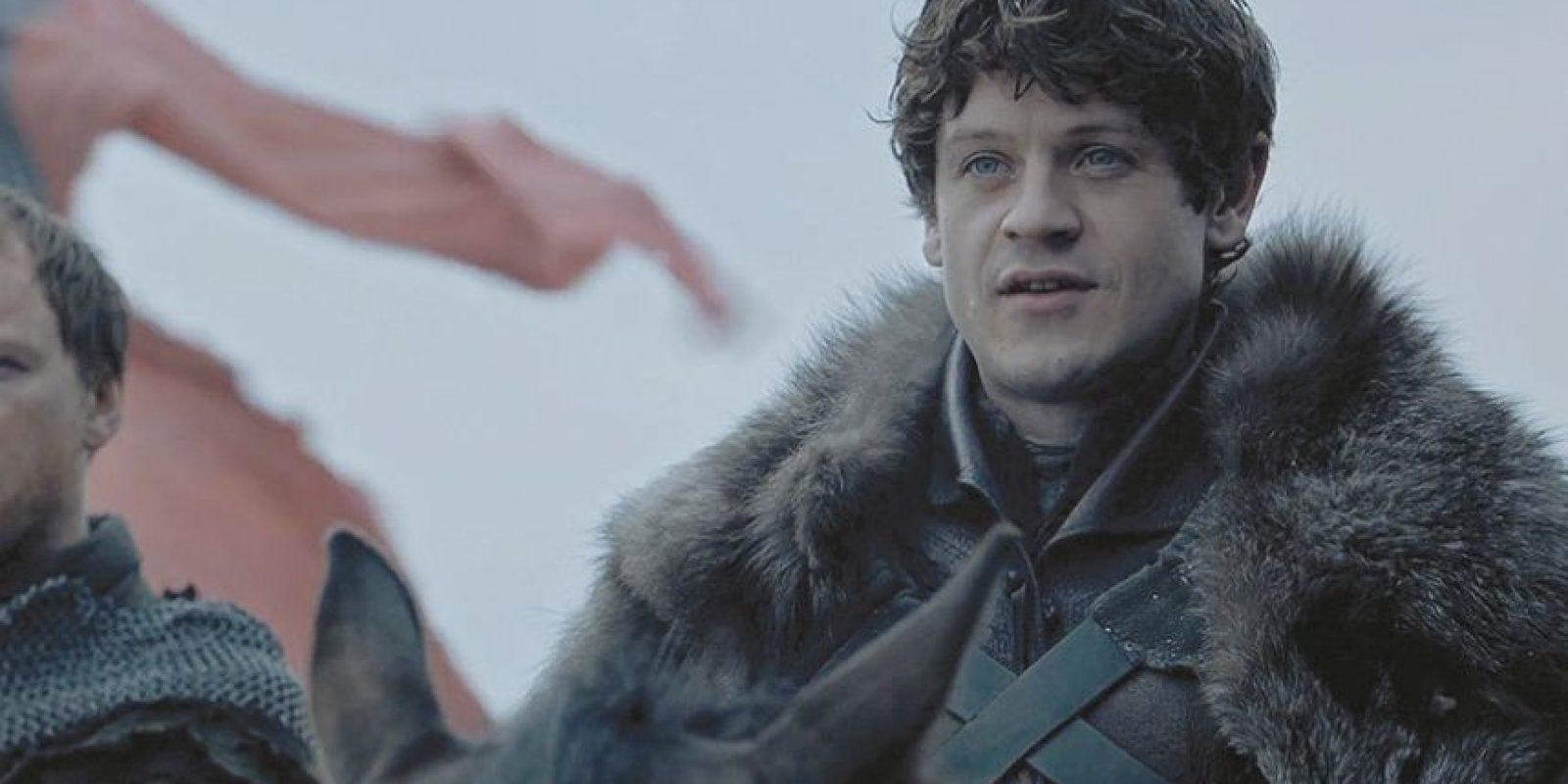 5- El gusto de odiar a un personaje. Y hablando de Ramsey Bolton, sin duda el mejor personaje de la sexta temporada es este sádico villano que no vacila en machacar a los Stark o a los Greyjoy, o a su propio padre, de las formas más retorcidas y crueles, hasta que tras la batalla de los bastardos cae en manos de Jon y Sansa. Es imposible no compartir la sonrisa de Sansa tras esa escena en la perrera, con Ramsey devorado por sus canes. Muchos espectadores querían ver su fin, pero ahora, ¿a qué personaje le tendremos manía si ni siquiera Cersei llega a ese punto de maldad? Foto:HBO