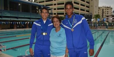 Fausto Huerta consigue tres medallas de oro torneo natación en La Florida