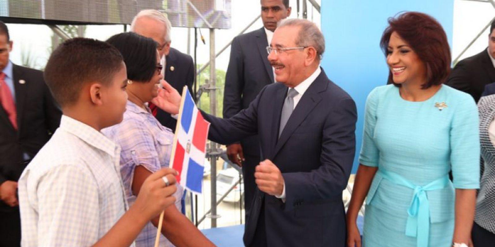 El presidente Medina recibe a los residentes beneficiados en la Nueva Barquita Foto:Fuente Externa