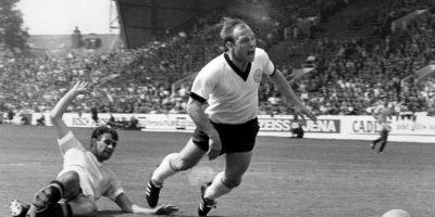 El alemán está en el selecto grupo de los futbolistas que han marcado más de 500 goles oficiales y fue considerado uno de los mejores centro delanteros de la época. Pese a que fue nombrado capitán honorífico de Alemania, nunca pudo ganar nada con su selección. Disputó cuatro Mundiales y en 1966 estuvo muy cerca de obtener el título, pero perdió en la final ante Inglaterra. Además, en Suecia fue cuarto y tercero en México, mientras que en Chile llegó a cuartos de final. Foto:Getty Images