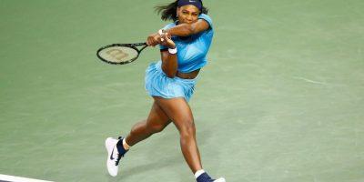 4- Serena Williams. Su nombre es sinónimo de dominio en el tenis femenino. La actual número uno del mundo en la clasificación de la WTA ha impuesto de manera contundente su sello de garantía con los 70 títulos que ha ganado en una carrera profesional que comenzó en el año 1995. Ha conquistado 36 títulos de Grand Slam (22 de ellos en sencillos) y es la única mujer que ha logrado cuatro campeonatos de esta clase en un año, además cuenta con cuatro medallas doradas obtenidas en los Juegos Olímpicos. Su calidad y consistencia hacen que parezca invencible en la cancha, y por ende, en la mente de los seguidores del tenis la victoria es lo que siempre se espera de ella. Foto:Fuente externa