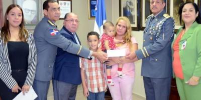 Familia de militar asesinado es beneficiada con RD$700,000