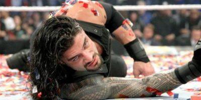 Roman Reigns fue suspendido 30 días por la WWE Foto:WWE