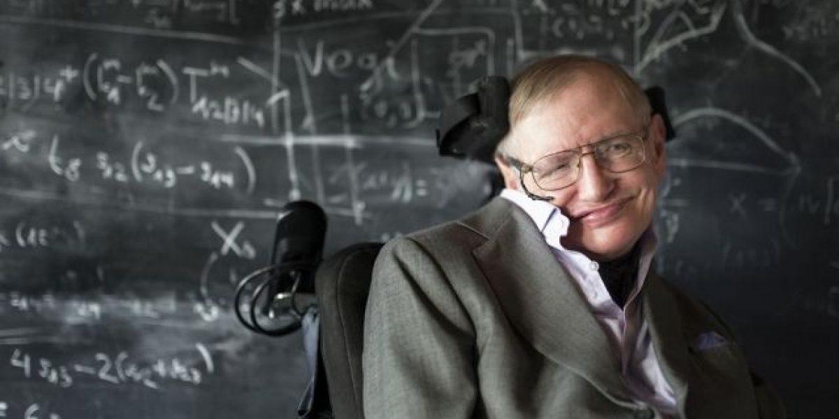 """Hawking: """"Nos quedan mil años en el planeta"""""""