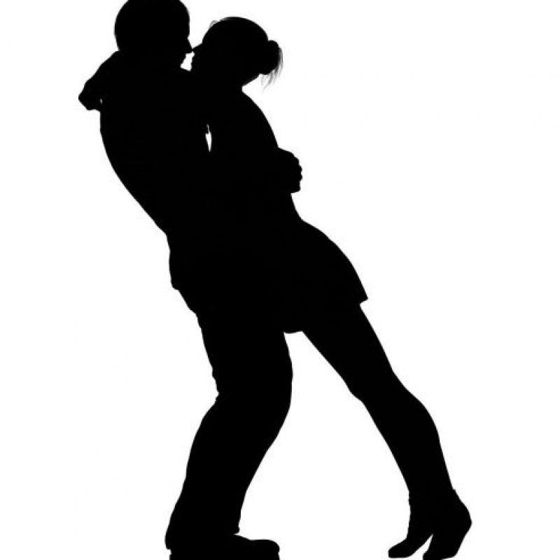 3- Energía. Sí, sabemos, porque lo hemos experimentado, que hay veces que no tenemos energía para hacerle el amor a nuestra pareja y punto. Pues la práctica del yoga puede ayudar a subir tus niveles de energía para que esto no ocurra tan a menudo. Hay diferentes posturas como la del guerrero 2 o secuencias como la del saludo al sol que suben nuestros niveles de energía. Con la práctica constante podremos llegar a mantener y controlar estos niveles. Foto:Fuente externa