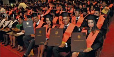 La Universidad Católica Santo Domingo graduó a 350 nuevos profesionales