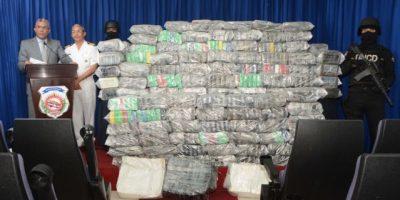 Autoridades decomisan embarcación procedente Colombia con 919 paquetes droga