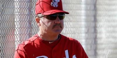 Los Rojos despiden al coach de pitcheo Mark Riggins