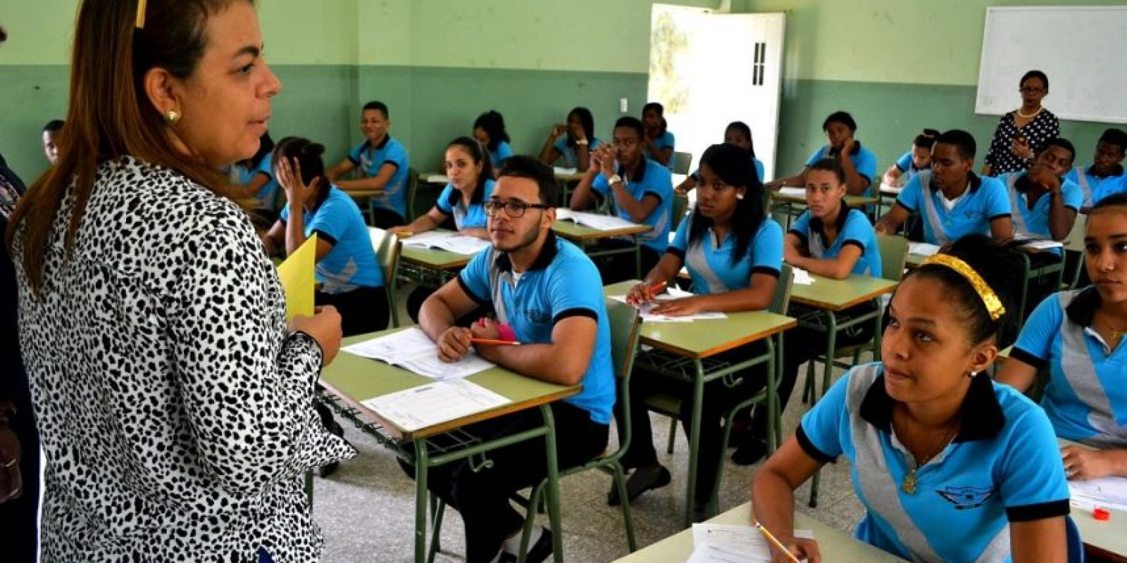 Estudiantes de octavo de primaria, cuarto de bachillerato y la educación especial de adultos reciben la prueba. Foto:MetroRD