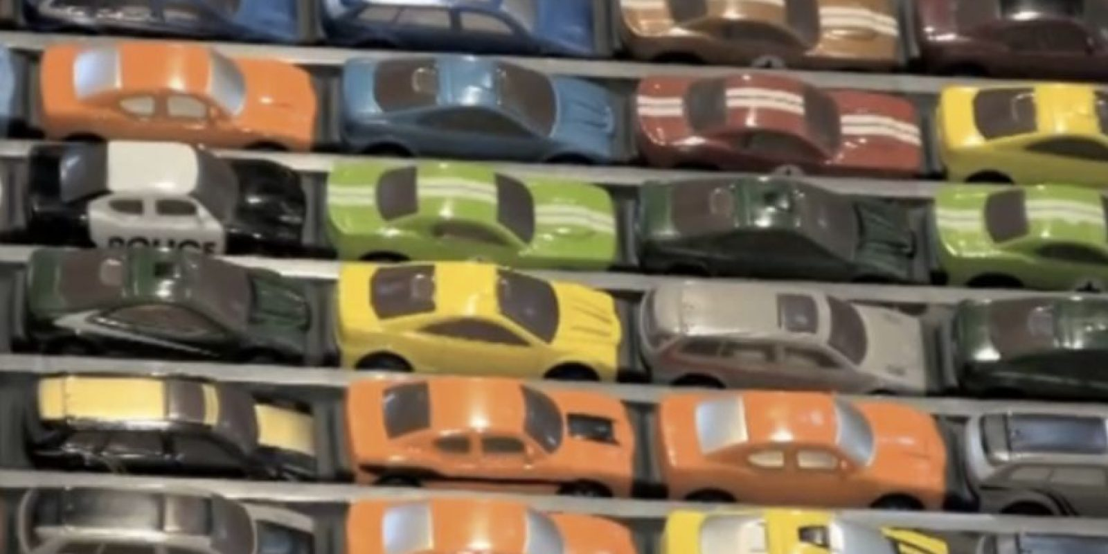 Se usan aproximadamente mil 100 autos en total. Foto:Chris Burden