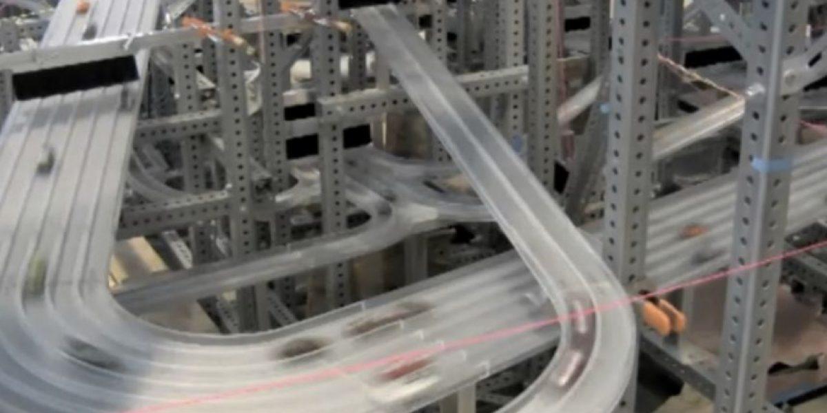 Esta sorprendente pista de juguete es recorrida por mil autos
