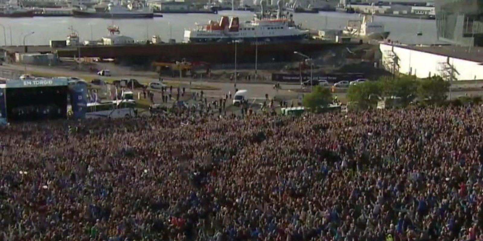 Los islandeses colmaron las calles para recibir a sus ídolo Foto:Captura de pantalla