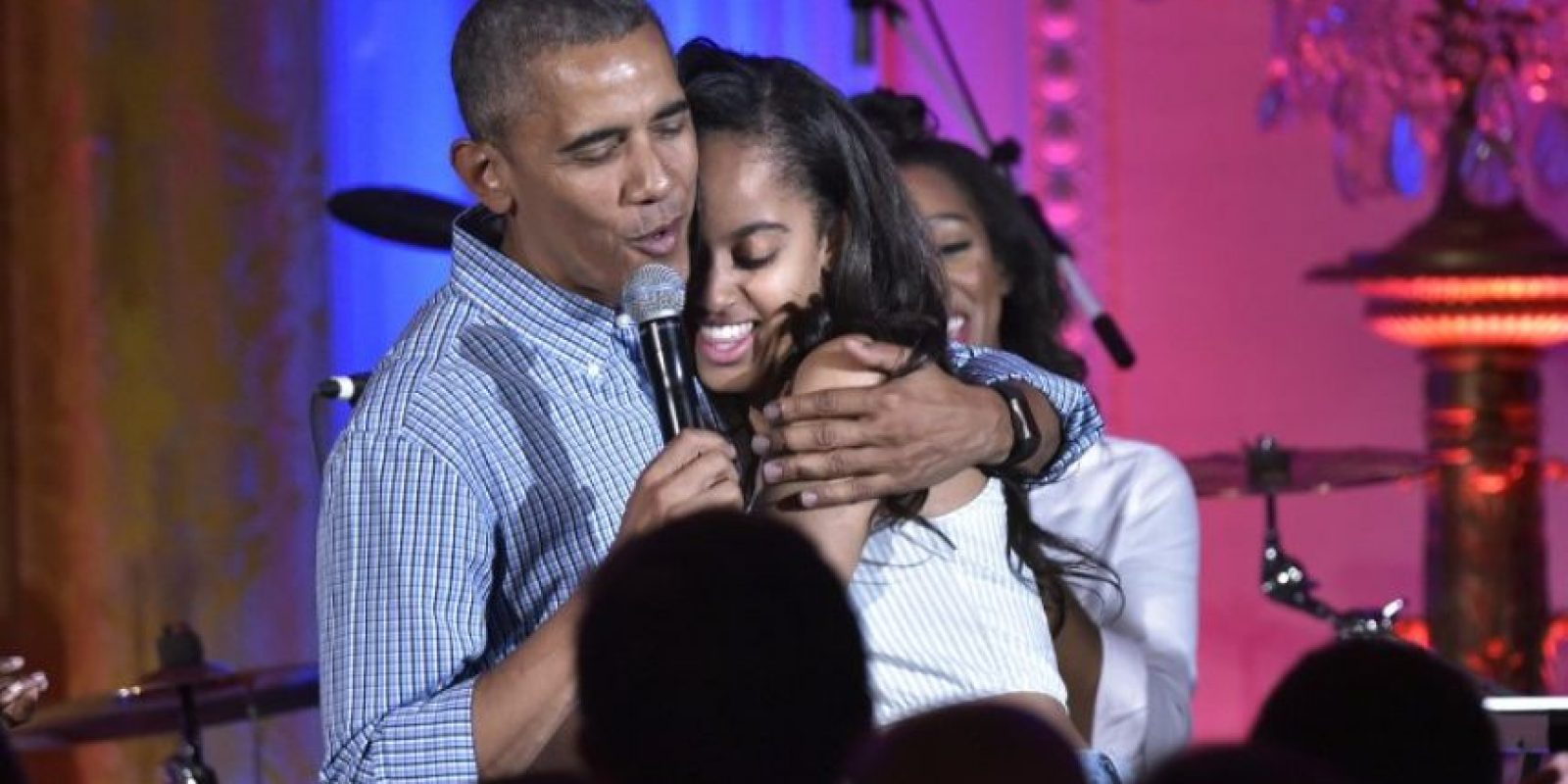 "Barack Obama le cantó ""Happy Birthday"" a su hija Malia Foto: AFP"