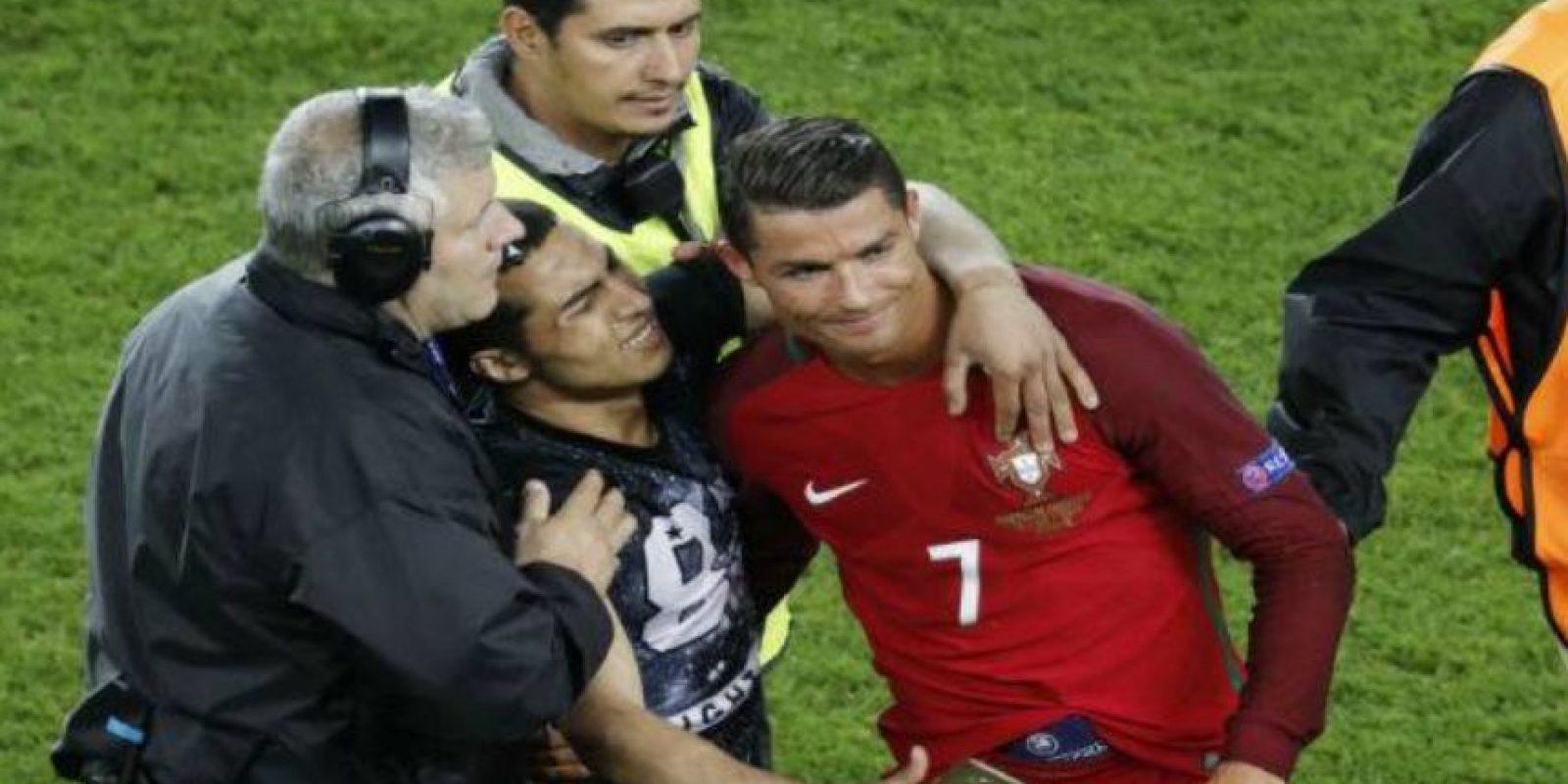 Ya se había tomado un selfie con otro hincha en esta Euro Foto:Getty Images
