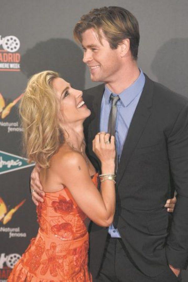 2. ¡Miradas que hablan! b. Los esposos y actores Chris Hemsworth y Elsa Pataky en el estreno de la película Vacation. Foto:Fuente externa