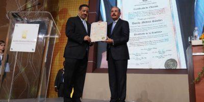 """Danilo recibe certificado de presidente y dice que """"vienen tiempos memorables para nuestro país"""""""