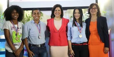 Vicepresidenta entrega premios VI Olimpíada de Lectura