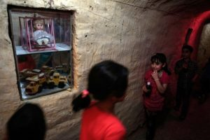 En algunos túneles tienen juguetes Foto:AFP