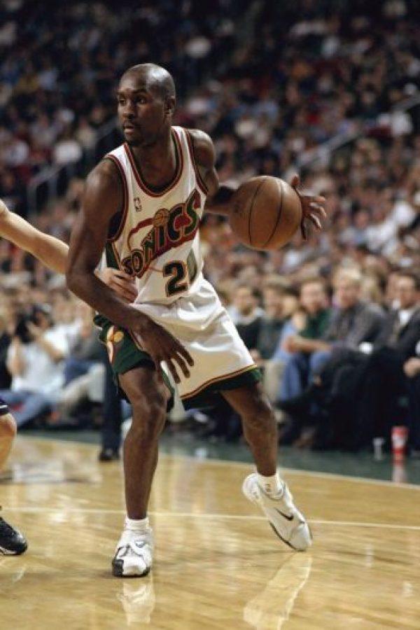 Gary Payton. Después de ser un referente de Seattle por 13 años, jugó sus últimas campañas con Milwaukee, Lakers, Boston y Miami Foto:Getty Images
