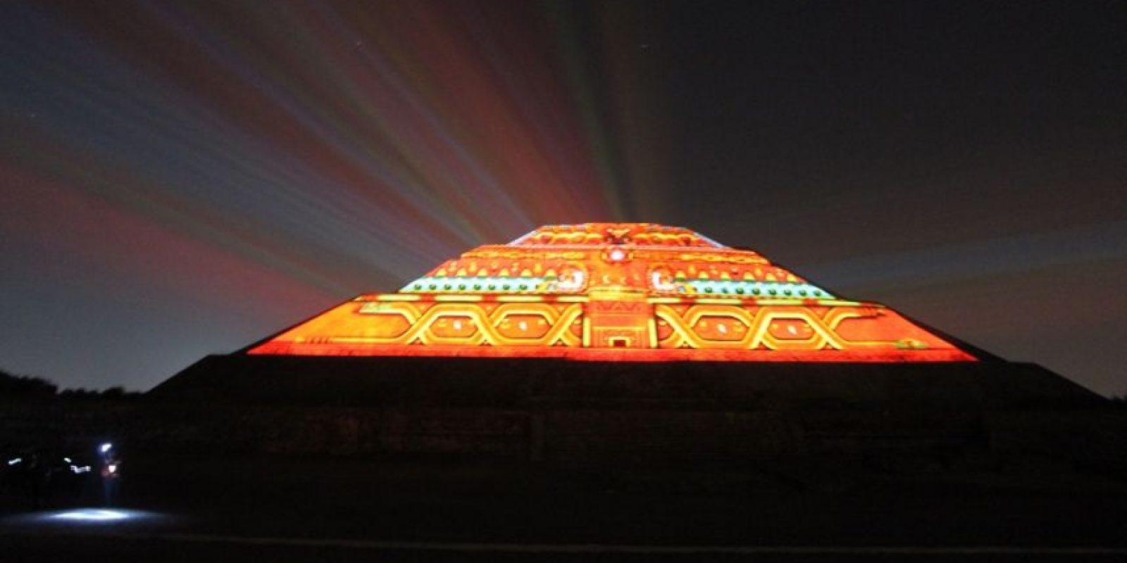 Un día en Teotihuacán. Teotihuacán es simplemente impresionante. Se trata de una de las mayores ciudades prehispánicas de Mesoamérica y vale la pena ir a conocerla. Completa tu visita con un almuerzo en el restaurante La Gruta y quédate para el espectáculo nocturno… ¡Asombroso! Foto:Fuente externa