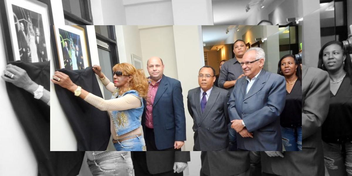 Acroarte develiza foto de Fefita La Grande en galería del Gran Soberano