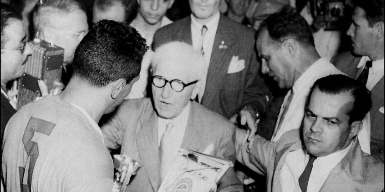 El Maracanazo es la victoria de un visitante más recordada de la historia. En 1950, los uruguayos enfrentaron a Brasil en un repleto Estadio Maracaná y terminaron imponiéndose Foto:Getty Images