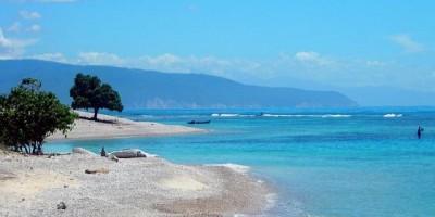 MOPC y Gobernación de Barahona inician un operativo de limpieza de playas