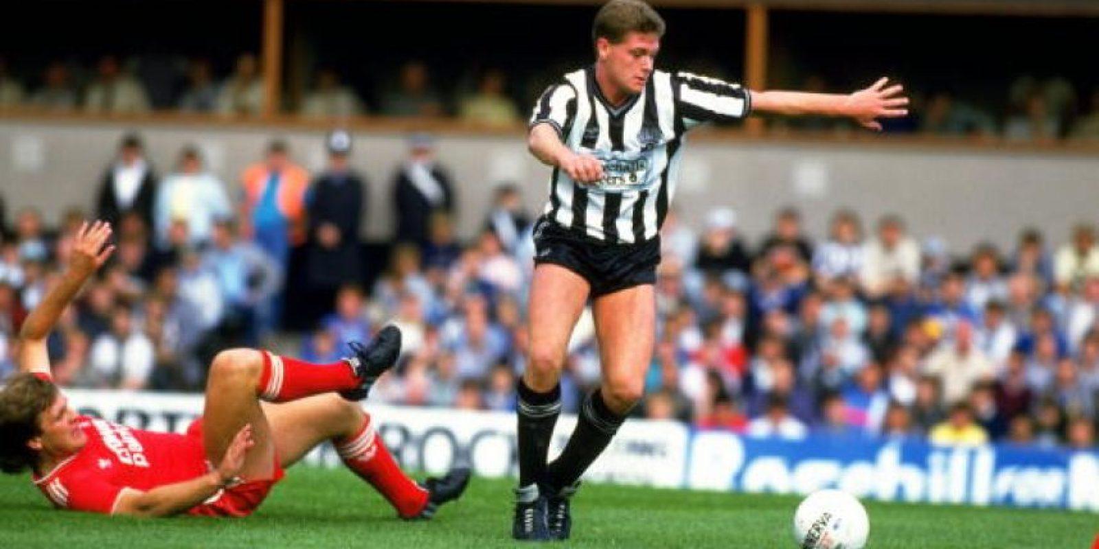 1986: Paul Gascoigne en sus inicios en el fútbol vistiendo la camiseta del Newcastle United Foto:Getty Images