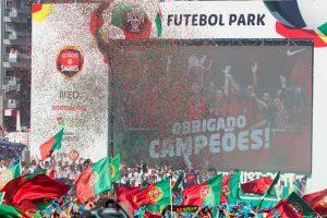 Las calles de Portugal se repletaron para saludar a los inéditos campeones Foto:Getty Images