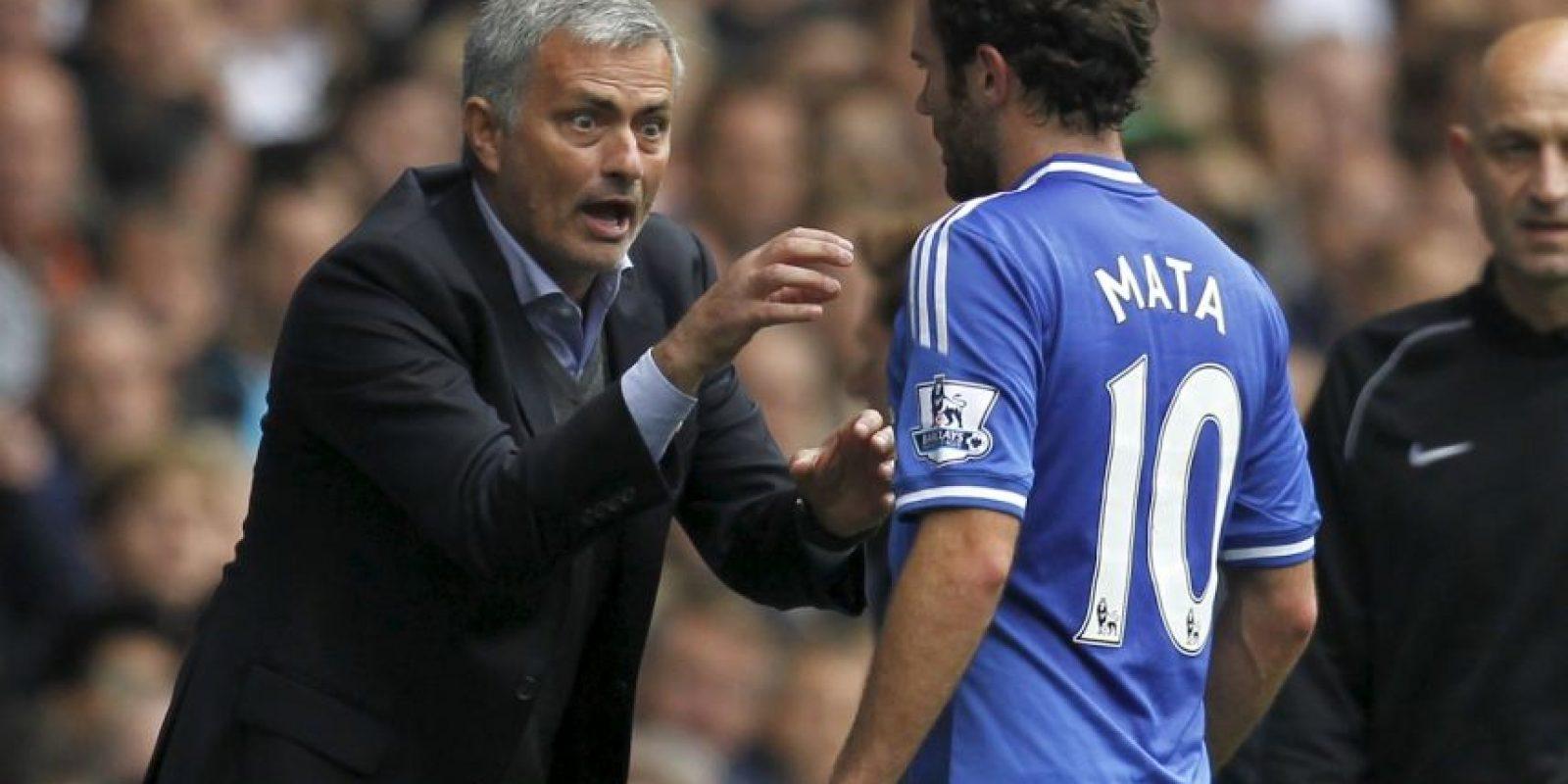 Juan Mata sería el primer marginado de Mourinho Foto:AFP