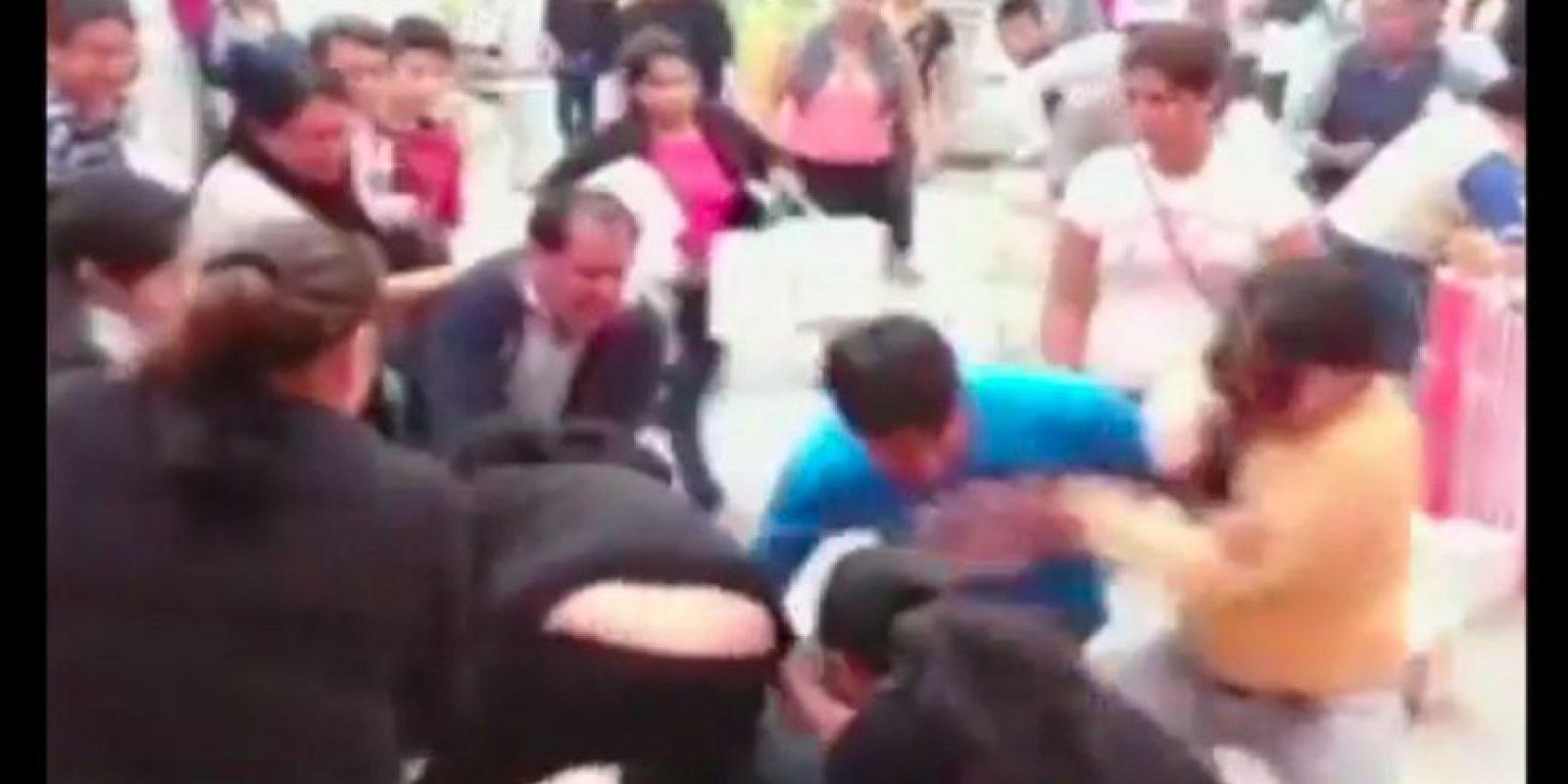 El incidente ocurrió en una galería de venta de calzado en Lima. Foto:Reproducción Youtube/24 Horas
