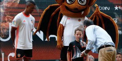 El portugués respondió preguntas de los niños, realizó juegos con el balón y escuchó su nombre coreado por miles de fanáticos Foto:Twitter Valencia