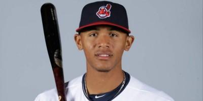 Los Indios de Cleveland suben a Erik González a  Grandes Ligas