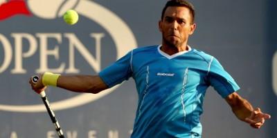 Víctor Estrella es eliminado en segunda ronda en torneo Newport