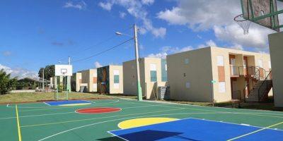 Medina entrega 240 apartamentos, pista de atletismo y carreteras