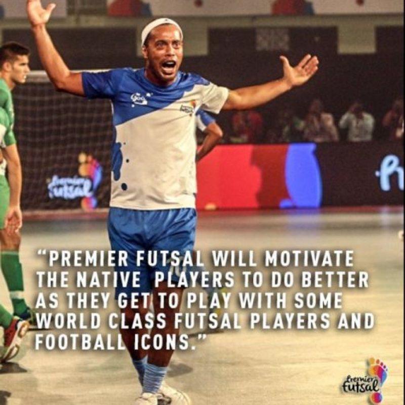 Ronaldinho está participando del evento Premier Futsal, que reúne a grandes estrellas del fútbol para comandar a un equipo de fútbol sala Foto:Twitter Premier Futsal