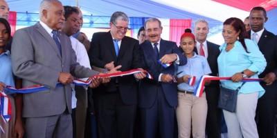 Danilo Medina inaugura politécnico, liceo y escuela básica en Barahona