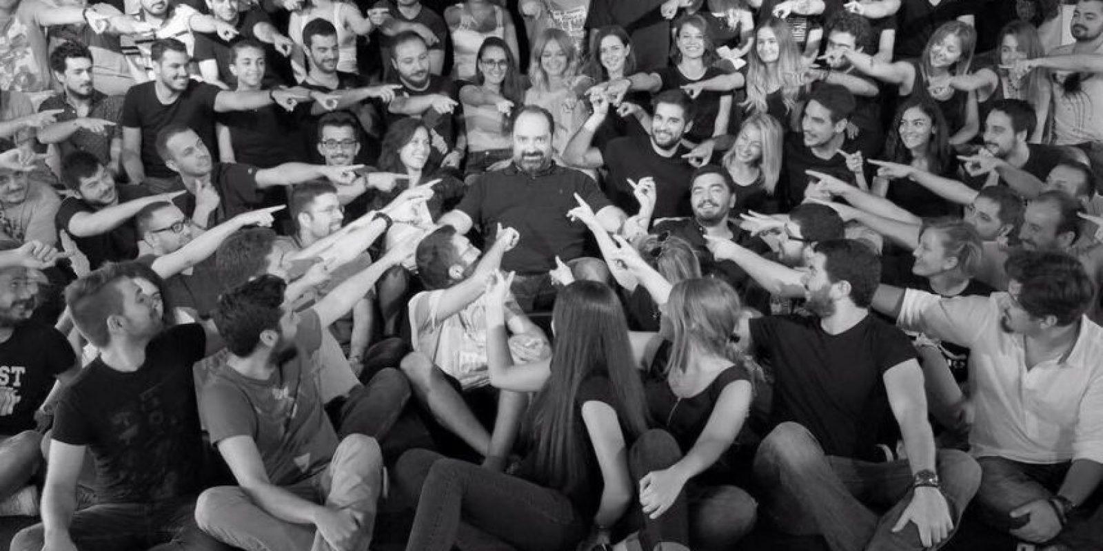 Dio un bono de más de 200 mil dólares a sus trabajadores Foto:Facebook: Nevzat Aydin