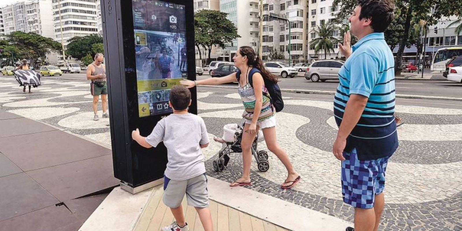 Una familia de argentinos no logró enviar fotos tomadas en el dispositivo. Foto:Metro Río