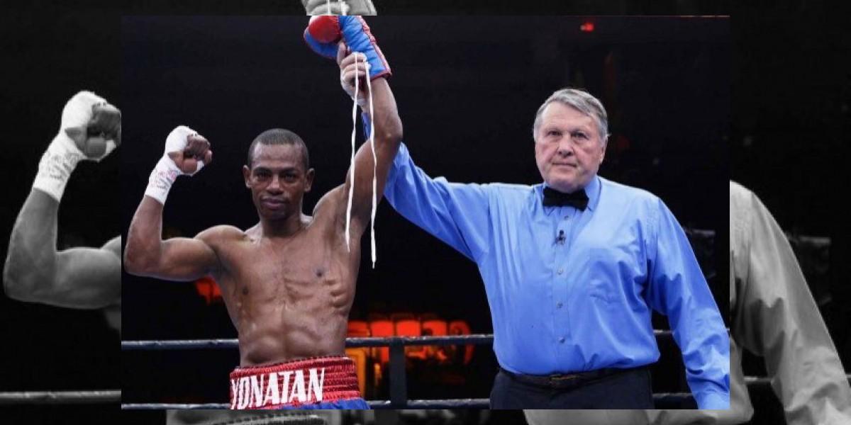 Jonathan Guzmán conquista título mundial de boxeo al noquear japonés