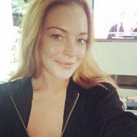 Algunas son más recatadas que la que publicó en tributo a las víctimas de Niza Foto:Vía Instagram/@Lindsaylohan
