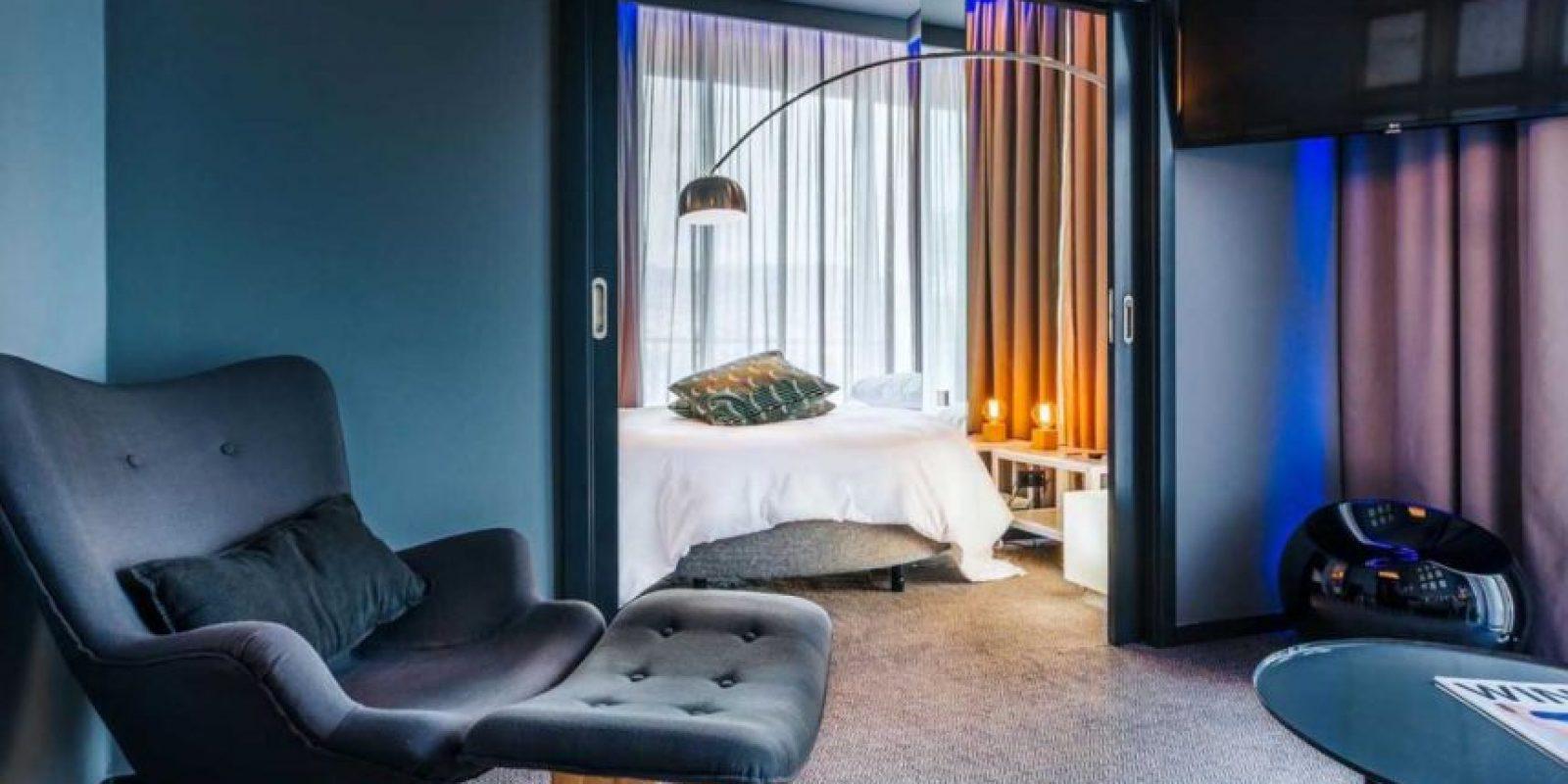 Cada pieza cuenta con Wifi, una ducha de alta tecnología y una luz de colorambiente Foto:Sitio web Pestana CR7
