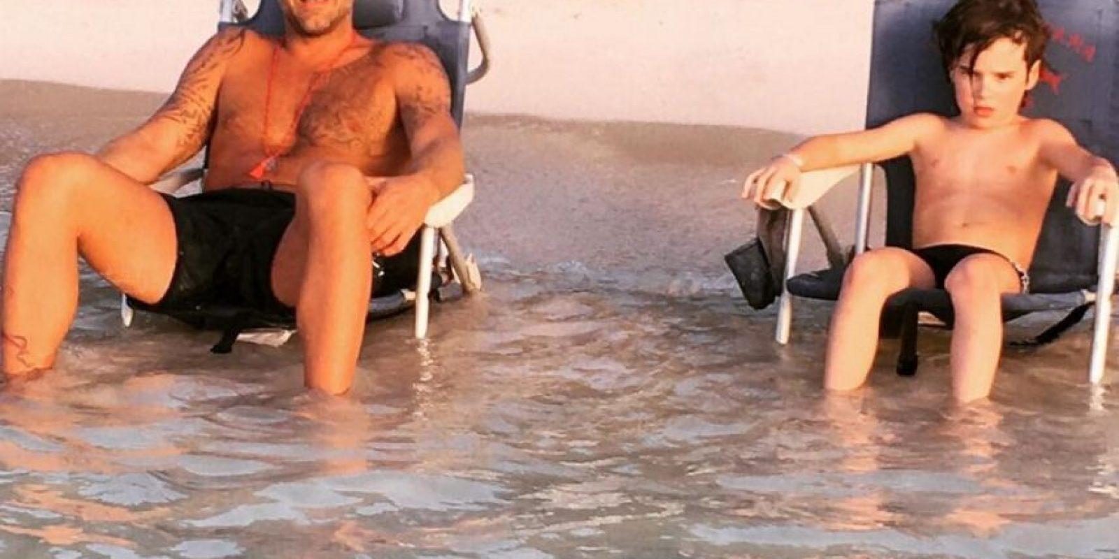 Padre e hijo en la playa Foto:Instagram/@rickymartin