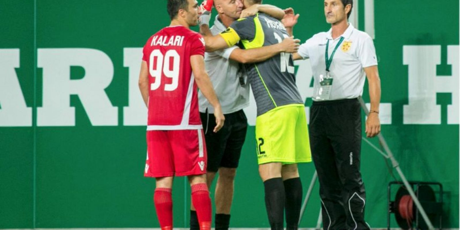 El arquero se lució en la ronda de penales Foto:Facebook Partizani