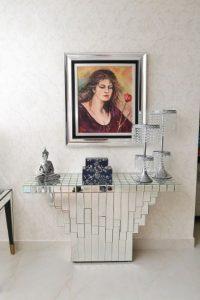 Recibidor: elementos que convenger entre sí, donde reina la pintura de la artista dominicana Elsa Núnez. Foto:Mario de Peña