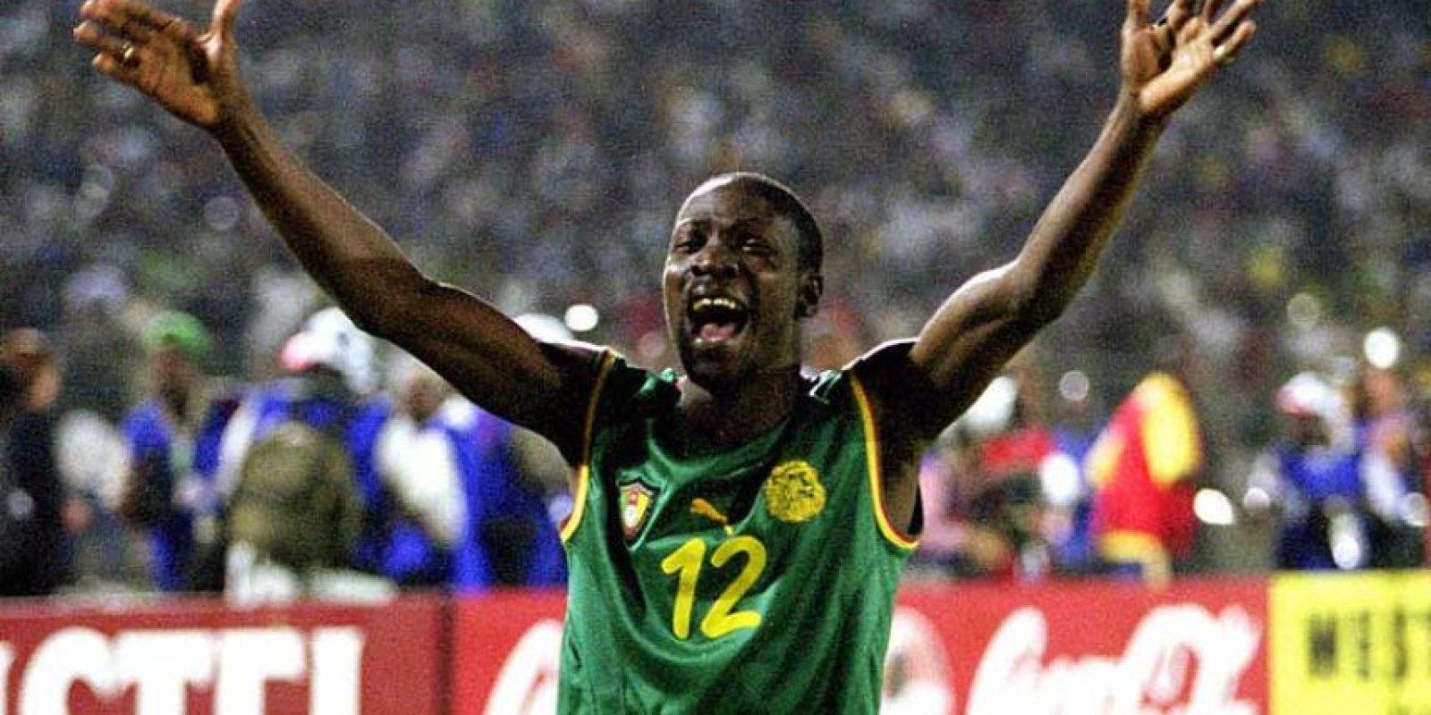 En el 2002, Camerún intentó usar un jersey sin mangas. Foto:Getty Images