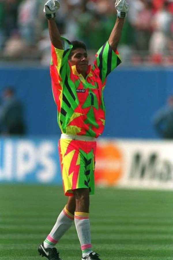 "Jorge Campos y su ""discreto"" uniforme. Foto: Getty Images"