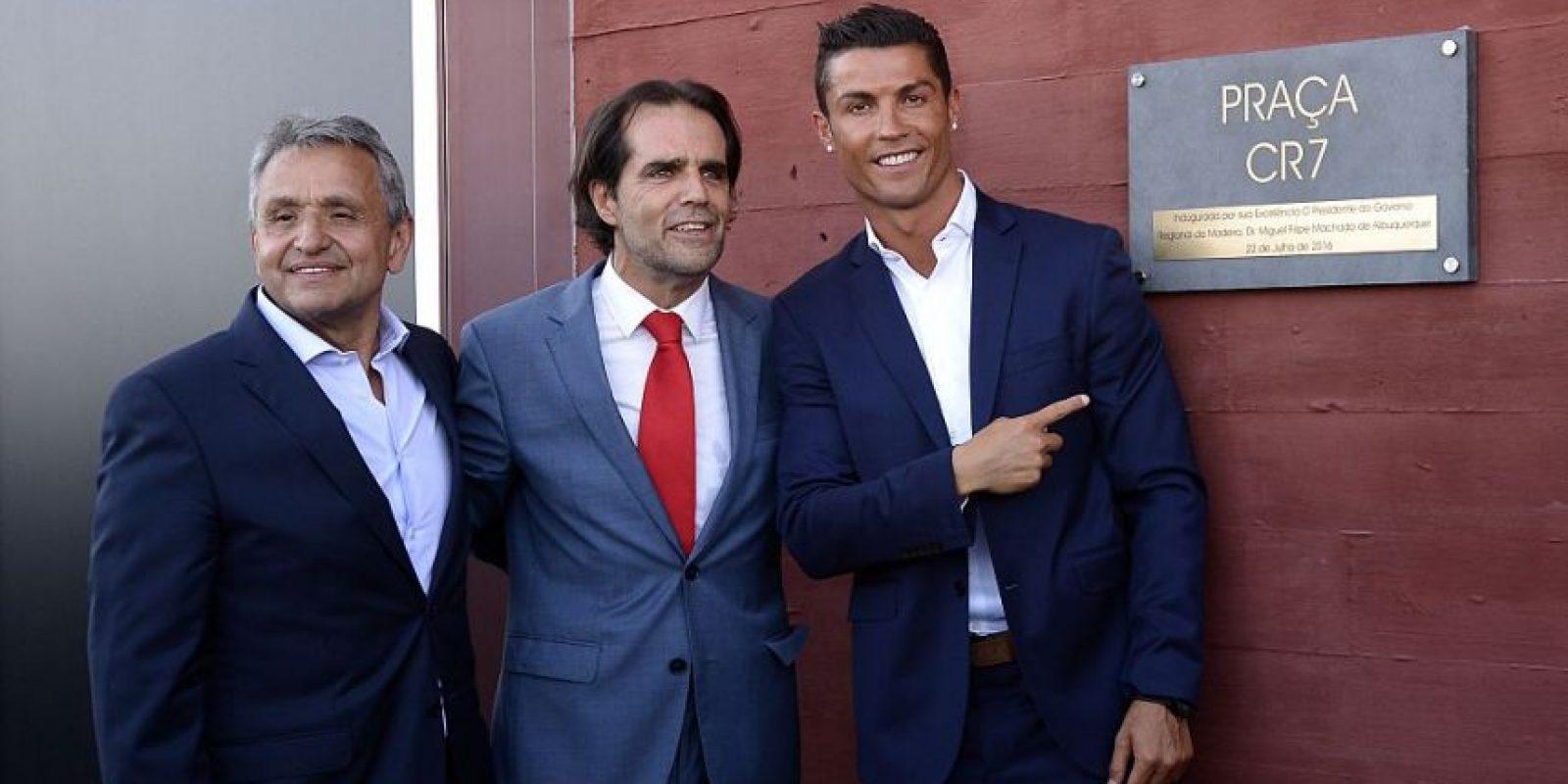 El restort abrió sus puertas hace un mes, pero hasta ahora pudo presentarse el futbolista. Foto:Getty Images